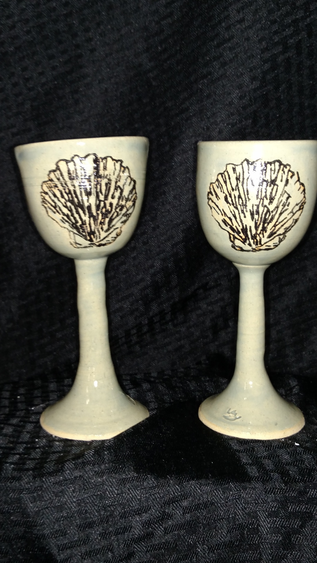 Stoneware goblets with seashells