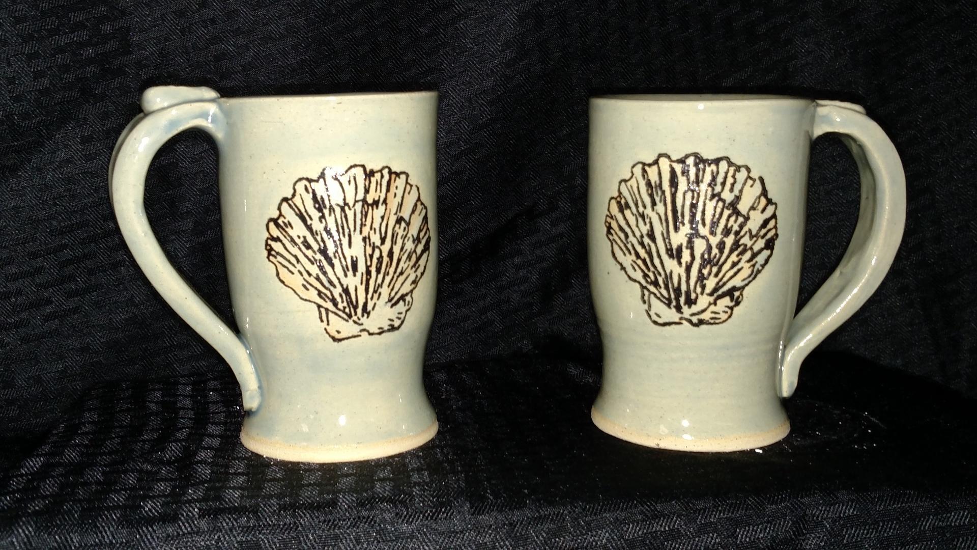 Stoneware mugs with seashells